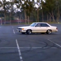 5.0 swapped '85 Ford LTD does burnouts