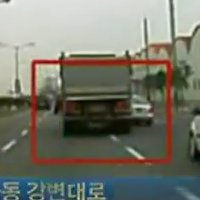 This is why cars should avoid being in a truck&#8217;s blind spot