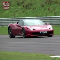 Ferrari 458 Italia vs McLaren MP4-12C