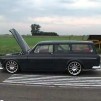 Ferrari 458 Italia vs Volvo Amazon Wagon drag race