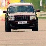 Ce Cherokee SRT-8 donne une leon aux BMW X6M, Porsche 911 Turbo et Porsche Cayenne Turbo