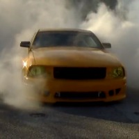 santa-claus-burnout-mustang-saleen