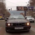 Regardez un crtin terroriser les rues de la Georgie avec sa BMW M5