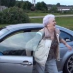 <!--:en-->Badass Granny Steals Another Guy's BMW M3, Goes Drifting With It<!--:--><!--:fr-->Une grand-mère vole la BMW M3 d'un inconnu pour une séance de dérapages improvisée<!--:-->