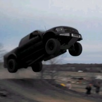 Ford-F150-SVT-Raptor-Insane-Jump
