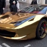 <!--:en-->A Ferrari that's hard to miss!<!--:--><!--:fr-->Une Ferrari difficile à manquer!<!--:-->
