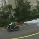 <!--:en-->Leaf blower powered motorcycle?<!--:--><!--:fr-->Une moto propulsée par une souffleuse à feuilles?<!--:-->